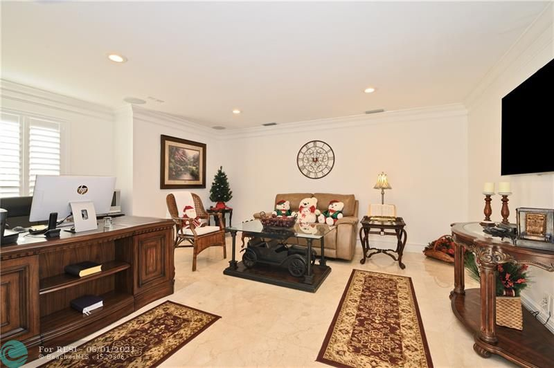 2 COMPASS LN  gallery image #9